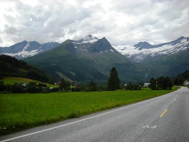 Estrada entre Stranda e Alesund.